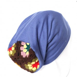 czapka dzianinowa niebieska z motywem ludowym