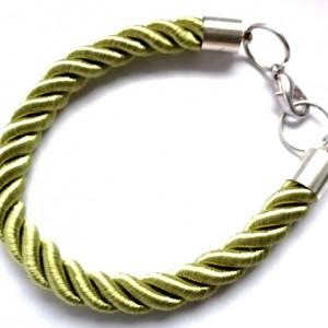 prosta zielona sznurkowa bransoletka