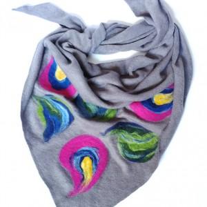 szara chusta handmade wełniana