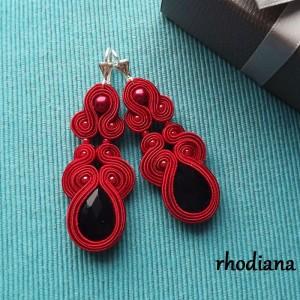 Czerwone z czarnym kolczyki sutasz