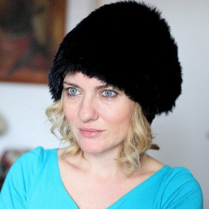 damska futrzana czapka czarna
