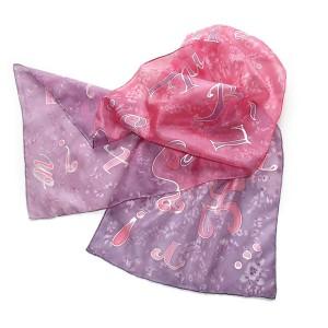 Jedwabny malowany szal różowo-fioletowy Literki