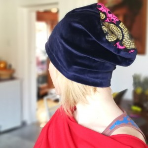 czapka granatowa aksamitna damska