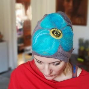 czapka wełniana damska szara z kwiatem