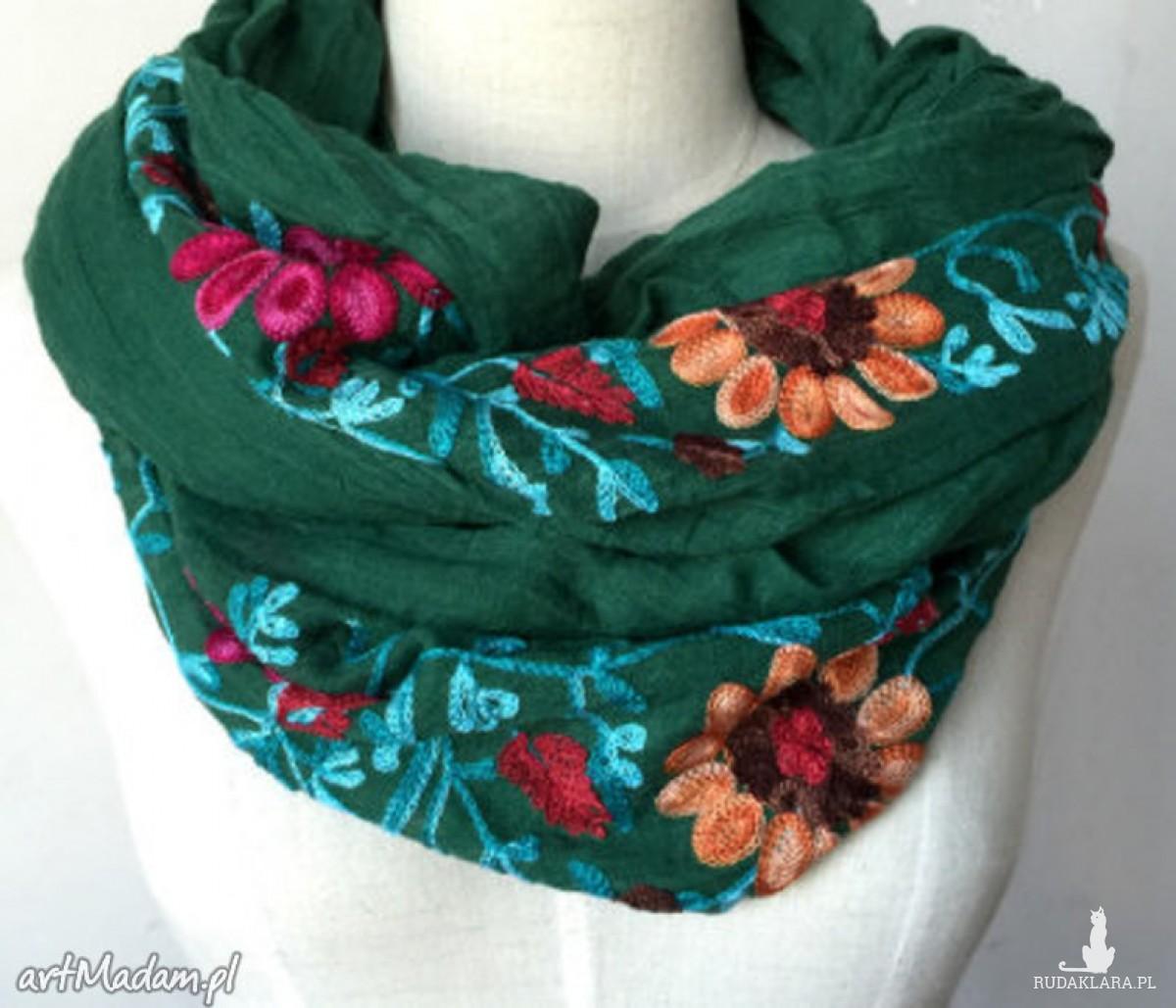 haftowany folkowy szal w kwiaty