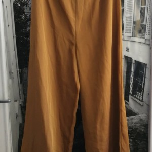 nowe , przewiewne spodnie w kolorze złocistego miodu,