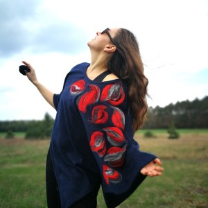 poncho granatowe wiosenne w kwiaty boho