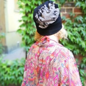 czapka smerfetka długa wzory czarna-box g1- -Pantera w oka mgnieniu zawisła na jeleniu