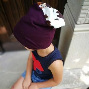 czapka dziecięca bordo z górą łaciatą