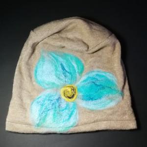 czapka wełniana filcowana beż zimowa handmade w kwiaty na podszewce