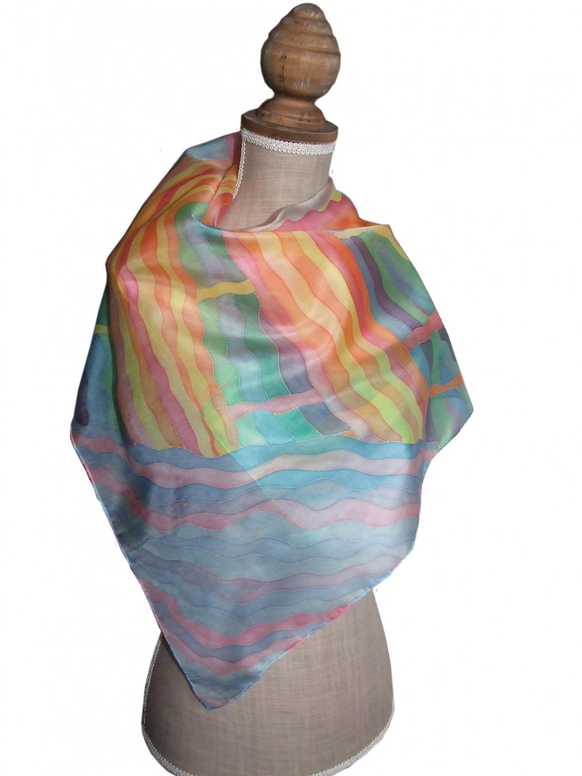 Jedwabna ręcznie malowana chusta Pejzaż ze słońcem