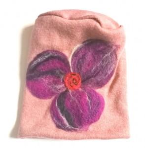 czapka wełniana filcowana rózowa zimowa handmade w kwiaty