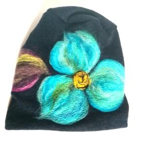 czapka wełniana filcowana granatowa zimowa handmade w kwiaty na podszewce