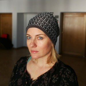 czapka damska wzorzysta mała przejściówka