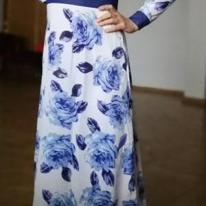 sukienka w kwiaty rozkloszowana boheme elegancka z dekoltem