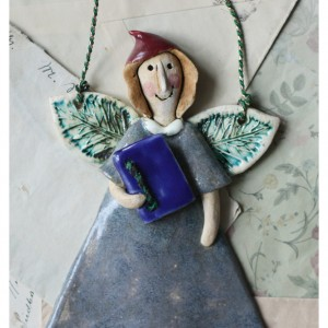 Aniołek z książeczką