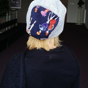 czapka damska szara z panienkami