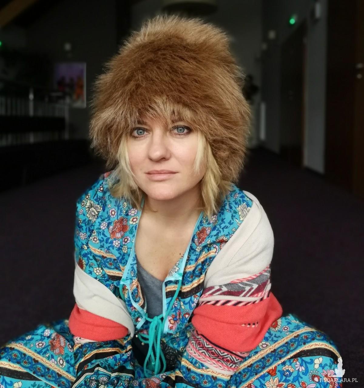 czapka futrzana zimowa ciepła handmade kolor beżowa