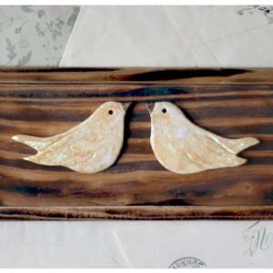 Wieszak z zakochanymi ptakami