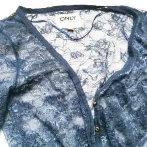 bluzka sweterek koronka granatowa elegancki only