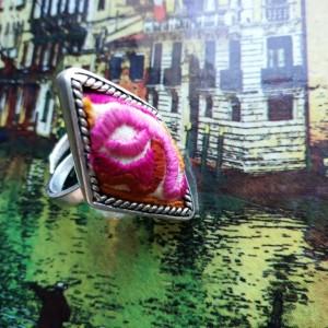 pierścionek wspaniały regulowany posrebrzany haftowany handmade