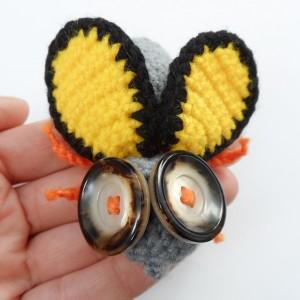 Broszka szydełkowa mucha 053