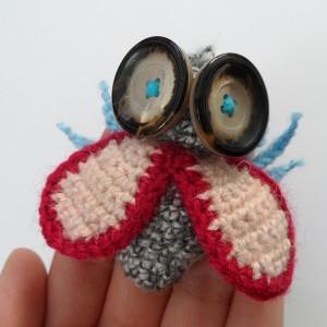 Broszka szydełkowa mucha 057