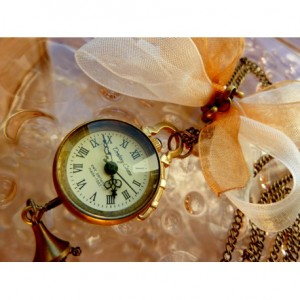 DROBINA CZASU (GOLDEN) FLAT - zegarek wisiorek na łańcuszku