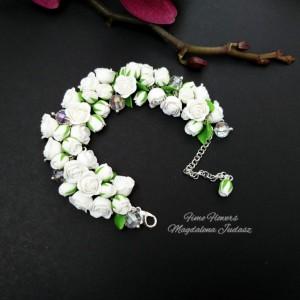 Bransoletka z białymi różami