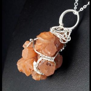 Aragonit, Srebrny wisiorek z surową bryłką aragonitu, ręcznie wykonany, prezent dla niej, prezent dla mamy, prezent urodzinowy, biżuteria