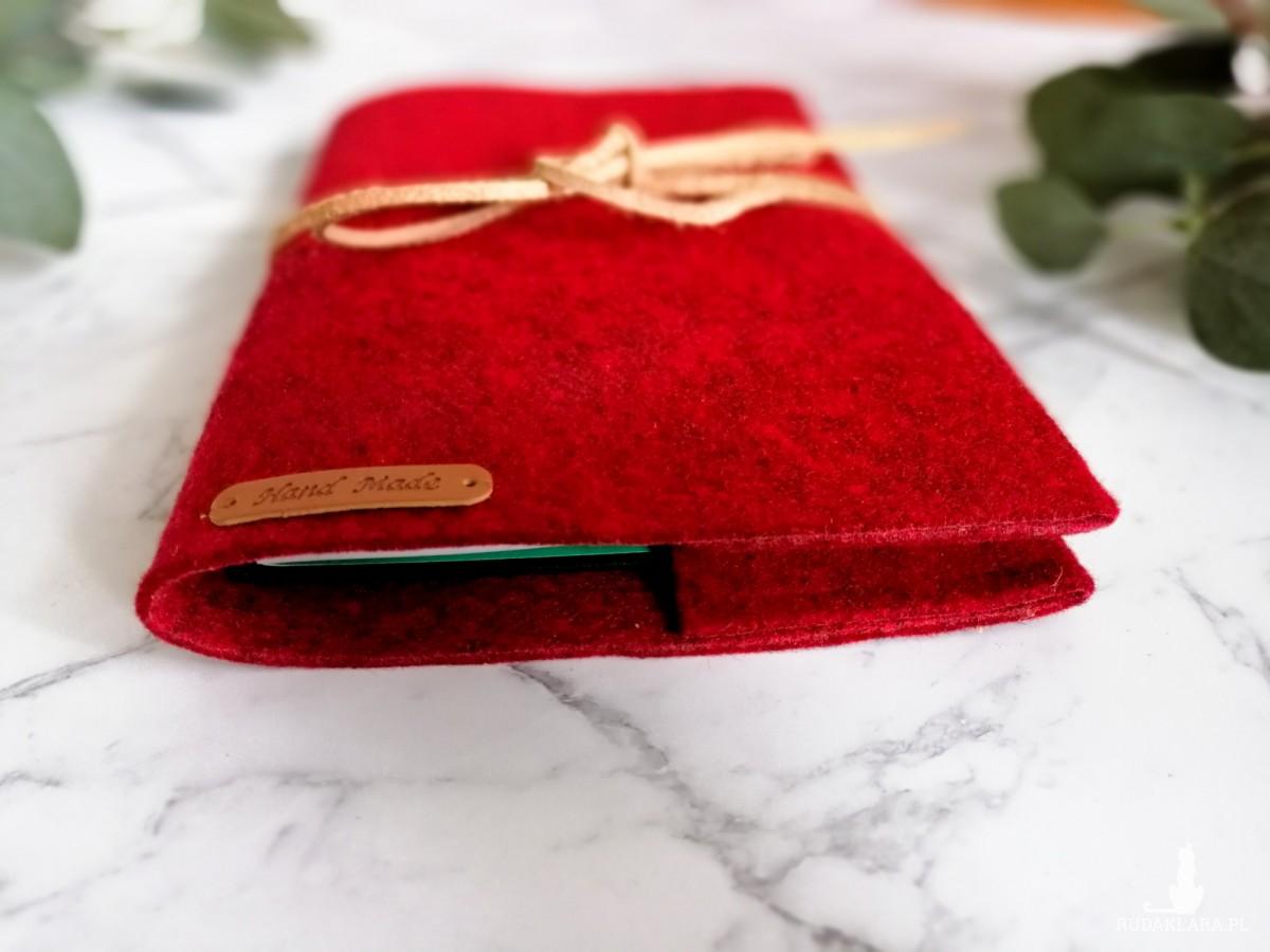 Filcowa okładka na książkę A4 czerwony melanż.