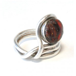 pierścionek vintage, naturalny bursztyn, lata 60-te; autorski pierścionek z bursztynem; prezent dla konesera (43)