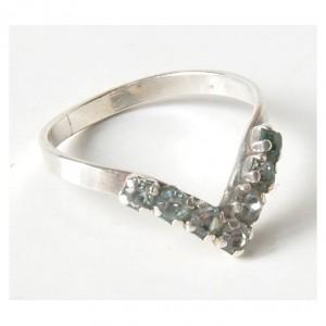 60 pierścionek vintage, srebrny pierścionek z cyrkoniami; delikatny, efektowny; ślicznie wygląda na palcu :-)