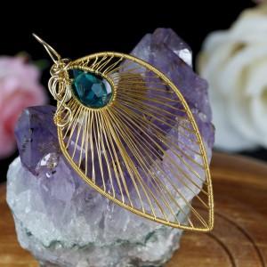 Delikatna pozłacana zawieszka z kryształem czeskim, ręcznie wykonana, prezent dla niej, prezent dla mamy, prezent urodzinowy, biżuteria