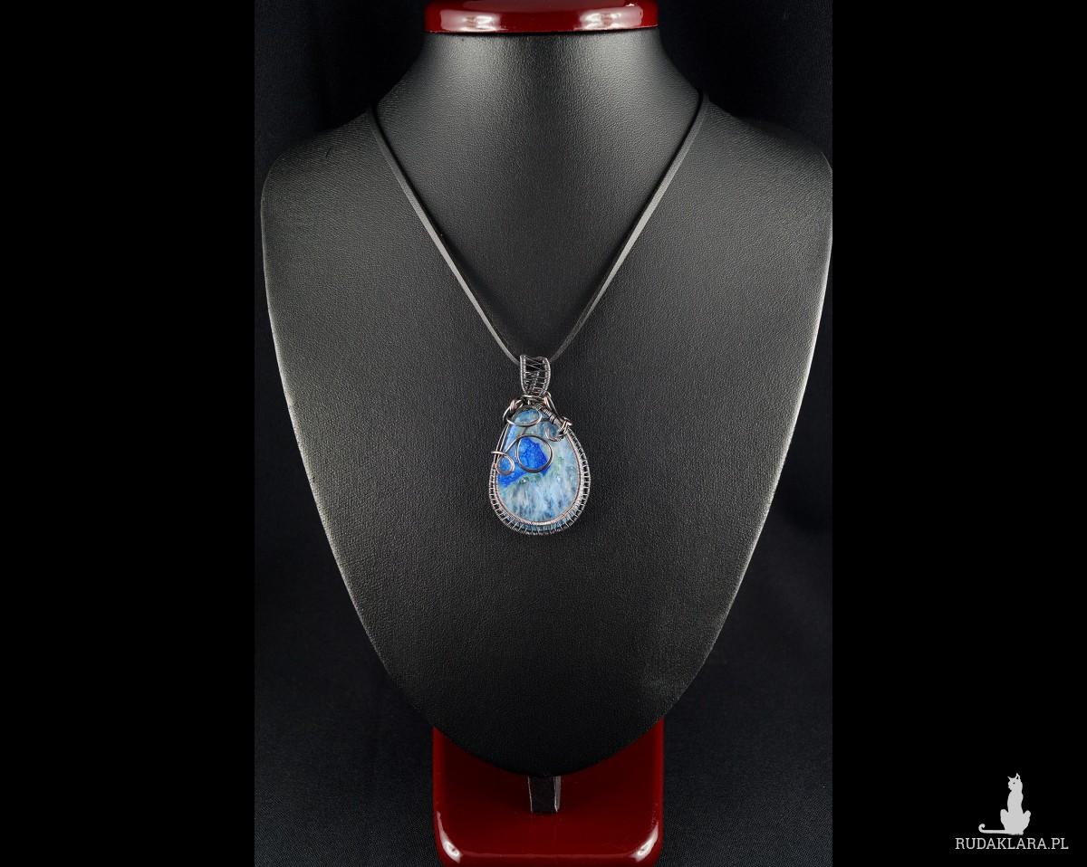 Agat niebieski z kryształem, Wisior iedziany z agatem, ręcznie wykonany, prezent dla niej, prezent dla mamy, prezent urodzinowy