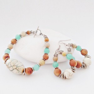 Komplet biżuterii; bransoletka i kolczyki z agatem