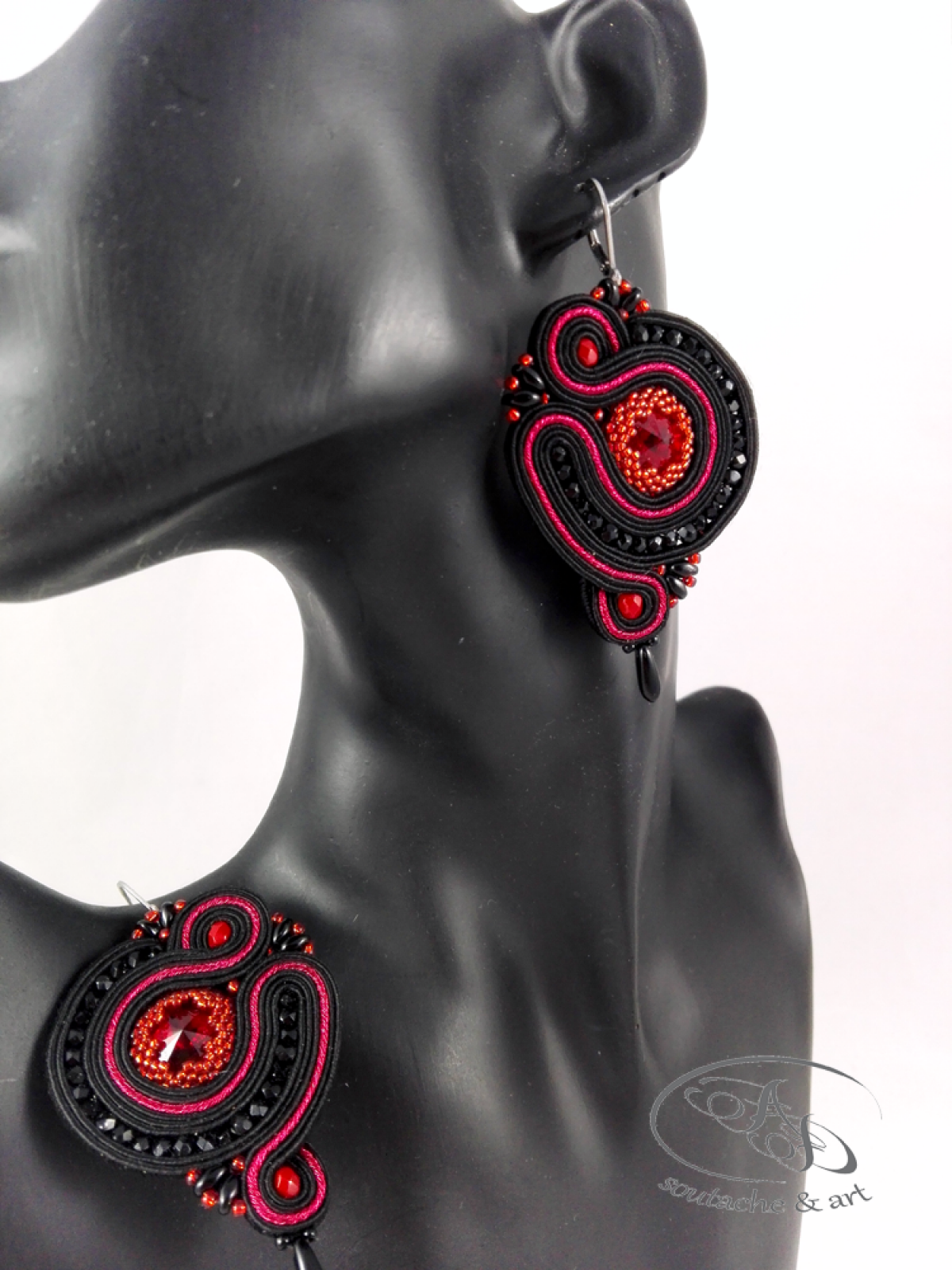 Kolczyki sutasz czarno-czerwone z kryształami Swarovskiego Bloody Black