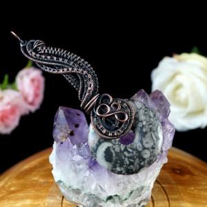 Skamielina, Miedziany wisior ze skamieliną, ręcznie wykonany, prezent dla niej prezent dla mamy prezent urodzinowy biżuteria autorska