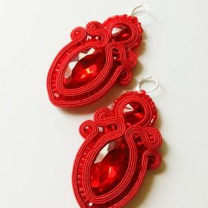 Czerwone kolczyki sutasz z szklanymi kryształkami
