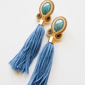 Kremowo-błękitne kolczyki sutasz z frędzlami