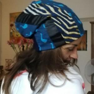 czapka damska kolorowa w odcieniach granatu handmade
