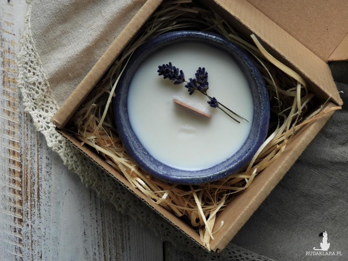 Unikatowa świeca sojowa w ceramicznej osłonce