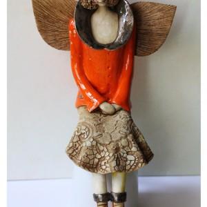 Anioł w pomarańczowym kubraczku