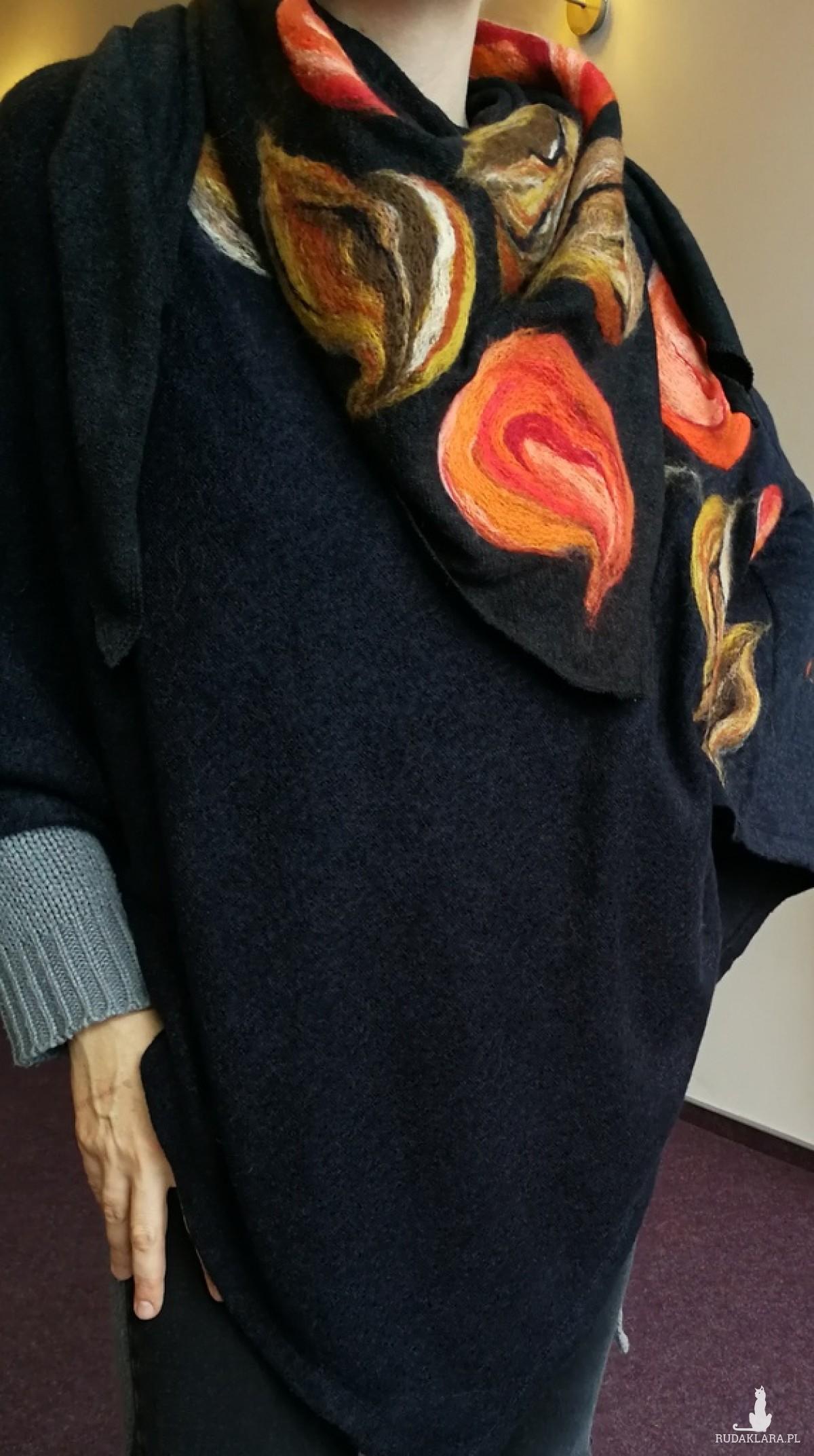 poncho z dzianiny wełnianej czarne i chusta do kompletu