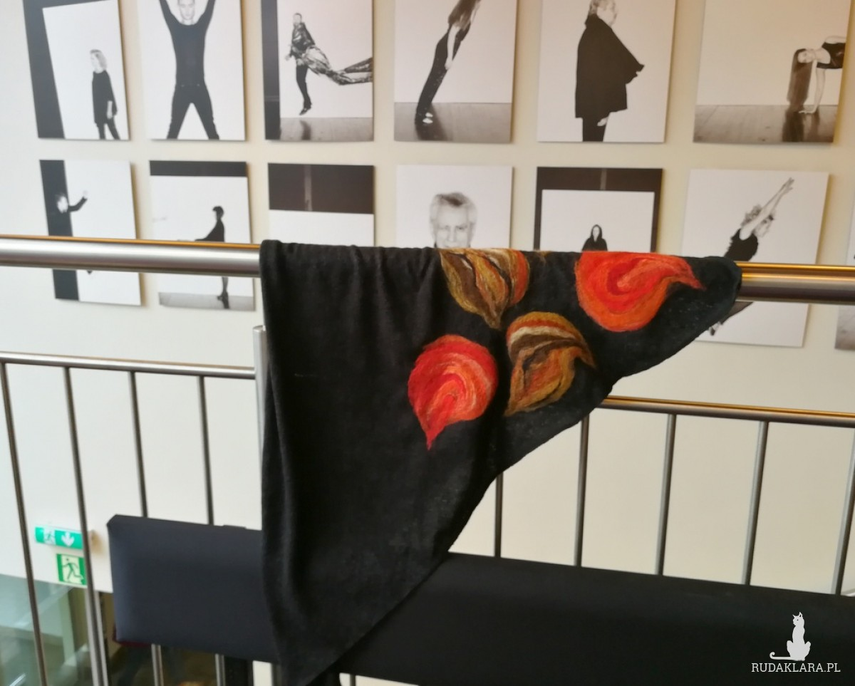czarna chusta handmade wełnianiana