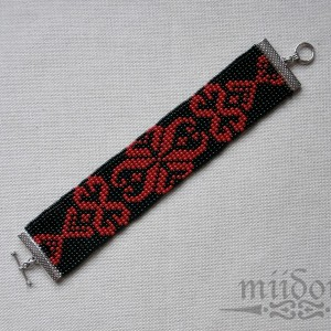Czerwony ornament