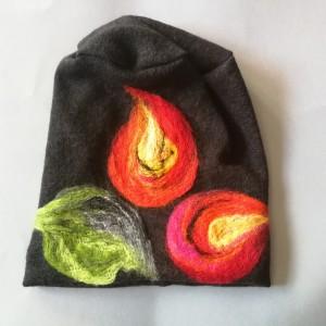 czapka wełniana filcowana czarna zimowa handmade w kwiaty na podszewce
