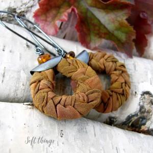 Bursztynowe warkocze - srebrne kolczyki boho z jedwabiem