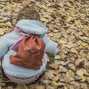 Mini plecaczek dziecięcy z haftowanym liskiem