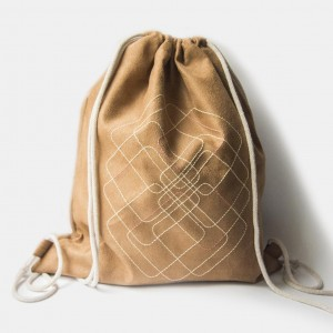 Duży zamszowy plecak z geometrycznym wzorem